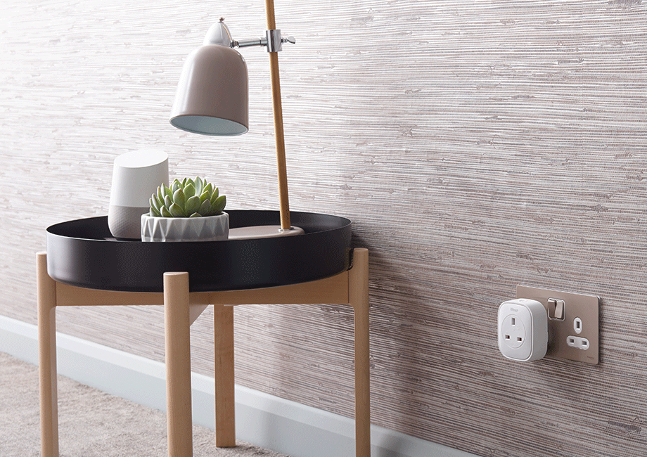 Wiser smart plug controlling a lamp